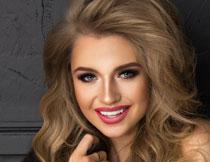 开心浓妆美女人物摄影高清图片