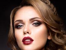 香肩红唇美女人物摄影高清图片