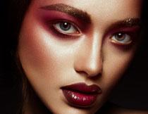 浓妆打扮美女人物写真高清图片