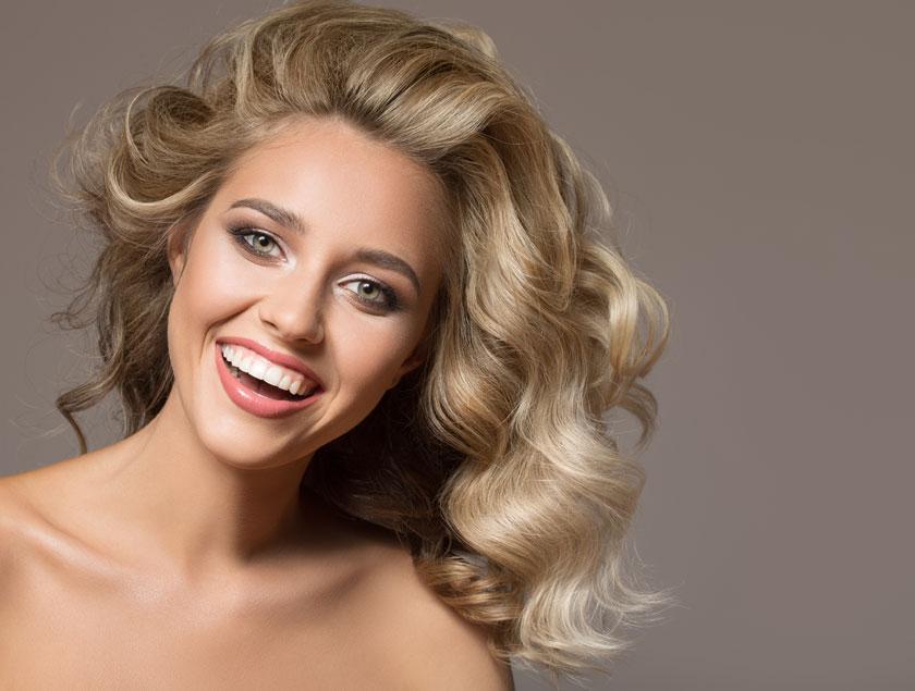 卷发造型开心美女摄影高清图片 - 思缘设计素材共享
