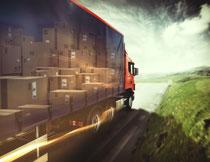 道路上的货物运输车辆高清图片