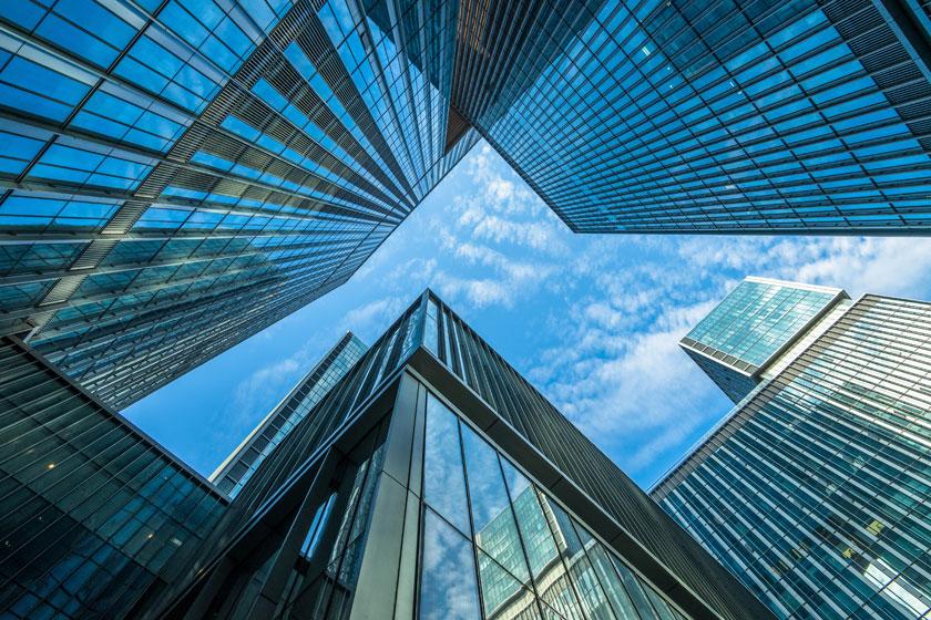 仰望视角的城市建筑物高清图片