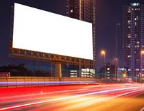 广告牌与城市炫丽光线高清图片