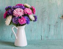 花瓶里的多彩菊花摄影高清图片