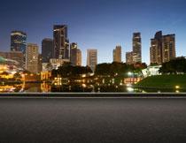 城市公路与建筑物摄影高清图片