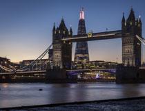 欧洲城市桥梁与建筑群高清图片