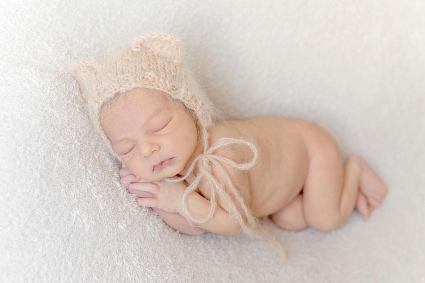 戴着针织帽子的小宝宝高清图片
