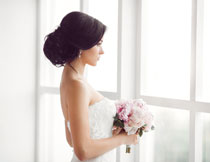 在窗边的新娘人物摄影高清图片