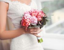 新娘手中捧花特写摄影高清图片