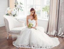 端坐着的新娘美女摄影高清图片