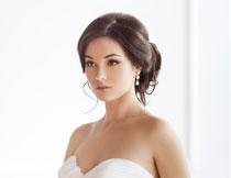 香肩抹胸新娘美女摄影高清图片
