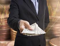 在手中的美元钞票摄影高清图片