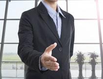 伸出手的商务人物摄影高清图片