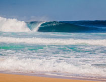 海上翻腾着的波浪摄影高清图片