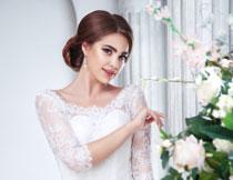 白色婚纱装扮新娘美女高清图片