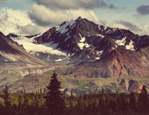 白云下的雪山风光摄影高清图片