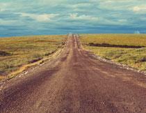 天空乌云草地道路摄影高清图片