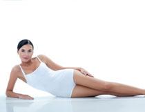白色吊带连体装扮美女高清图片