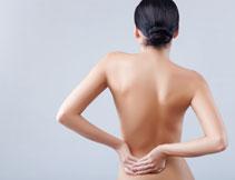 腰部有痛感的美女摄影高清图片