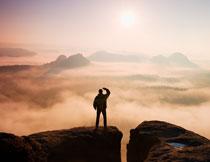 云海中的山峦风光摄影高清图片