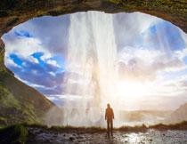 蓝天白云洞穴风光摄影高清图片
