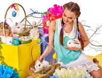 美女人物与可爱的兔子摄影图片