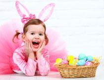 穿兔子头饰纱裙的女孩高清图片