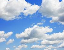 飘在天空中的云朵摄影高清图片