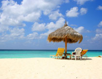 蓝天白云大海沙滩摄影高清图片