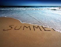 海景与沙滩上的英文字母高清图