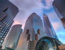 拔地而起的城市建筑群高清图片