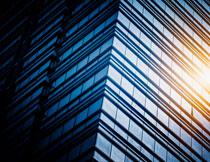阳光照耀下的建筑摄影高清图片