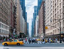城市建筑与繁忙的交通高清图片