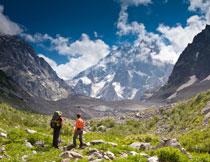 天空白云山间自然风景高清图片