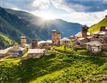 山坡上的房屋风景摄影高清图片