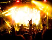 与台上互动的观众摄影高清图片