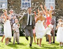 幸福开心的新娘新郎高清图片