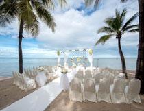 布置在海边的婚礼现场高清图片