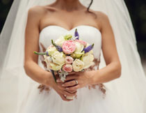 披白色头纱的新娘摄影高清图片