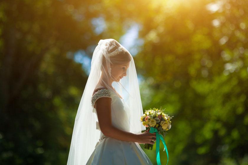 拿捧花的新娘人物摄影高清图片