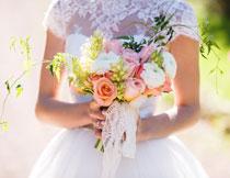新娘手中鲜花特写摄影高清图片