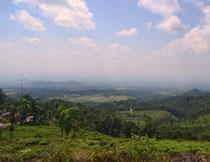 天空白云山间自然风光高清图片