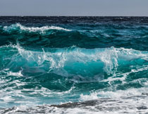 浩瀚大海上的波涛摄影高清图片