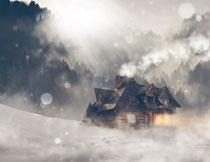 树林与在雪地上的房子高清图片