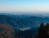 山顶鸟瞰群山自然风光高清图片