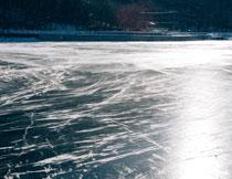 冰封水面逆光效果摄影高清图片