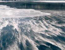 寒冷天气湖泊冰面摄影高清图片