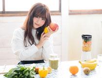 蔬菜水果与甜美的女孩高清图片
