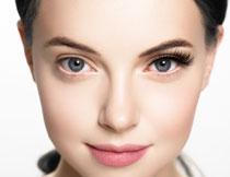 戴假睫毛的大眼睛美女高清图片