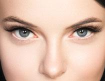 眼里闪着光的美女人物高清图片